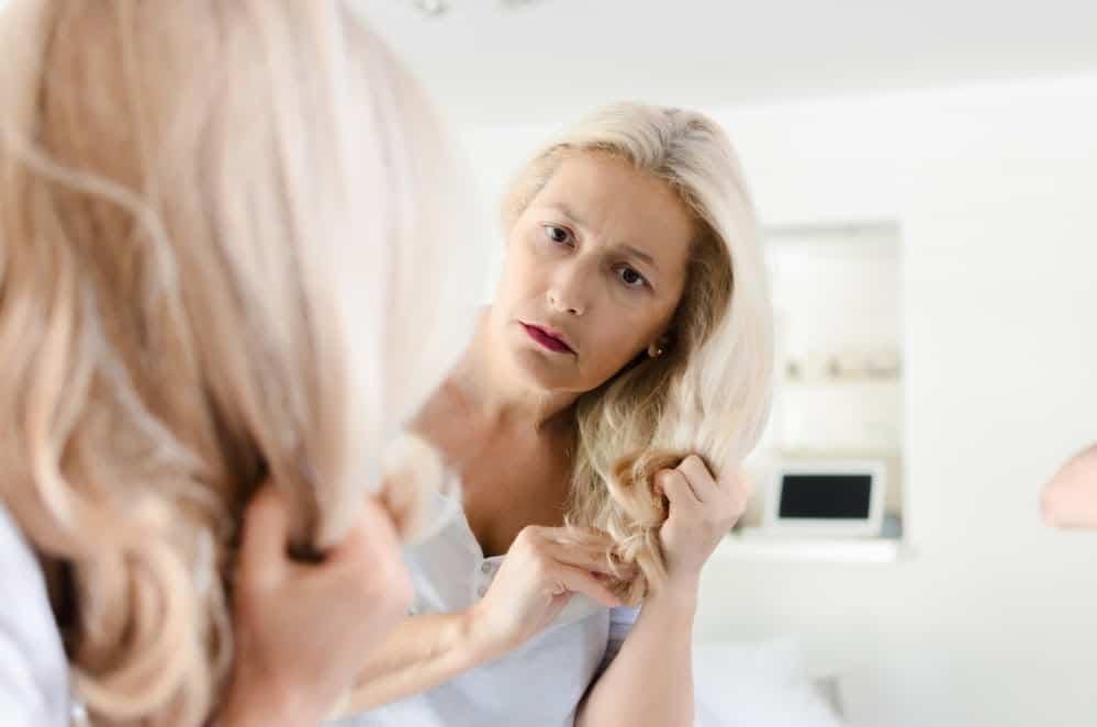dejaunir-cheveux-blancs-naturellement-decoloration