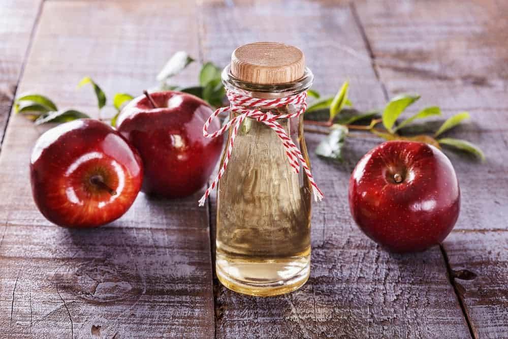 dejaunir-cheveux-blancs-naturellement-vinaigre-pomme