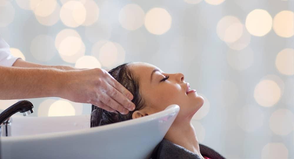 epaissir-cheveux-fin-naturellement-massage