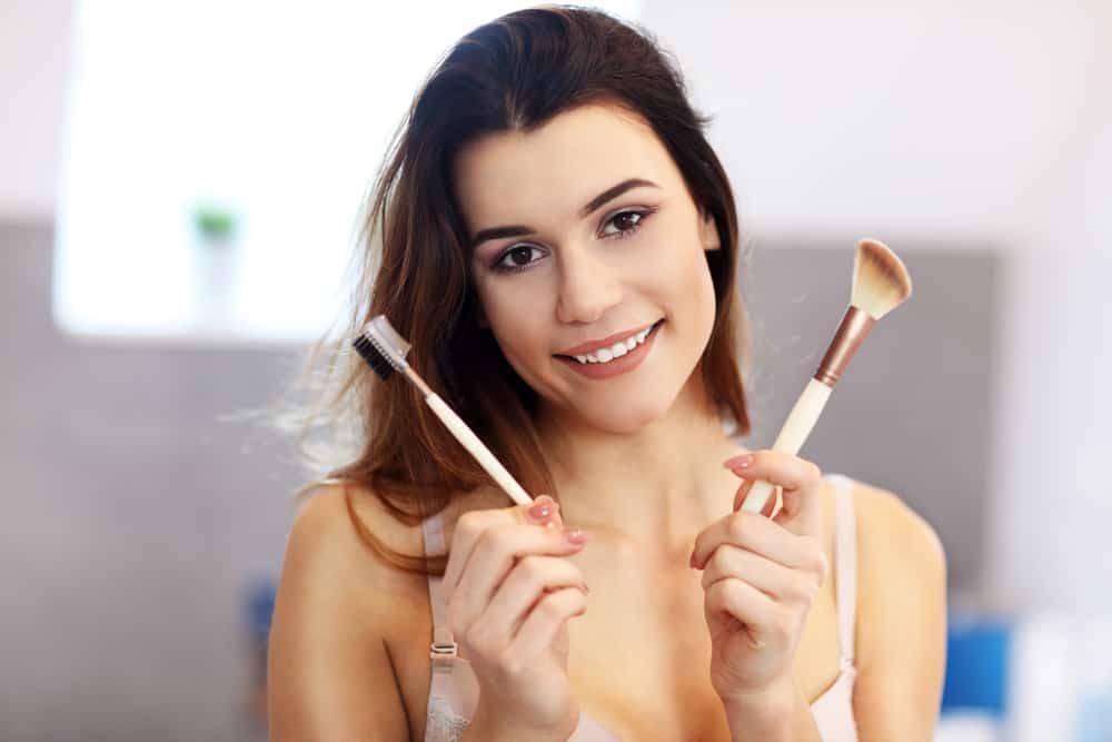 appliquer-blush-maquillage-poudre-astuces