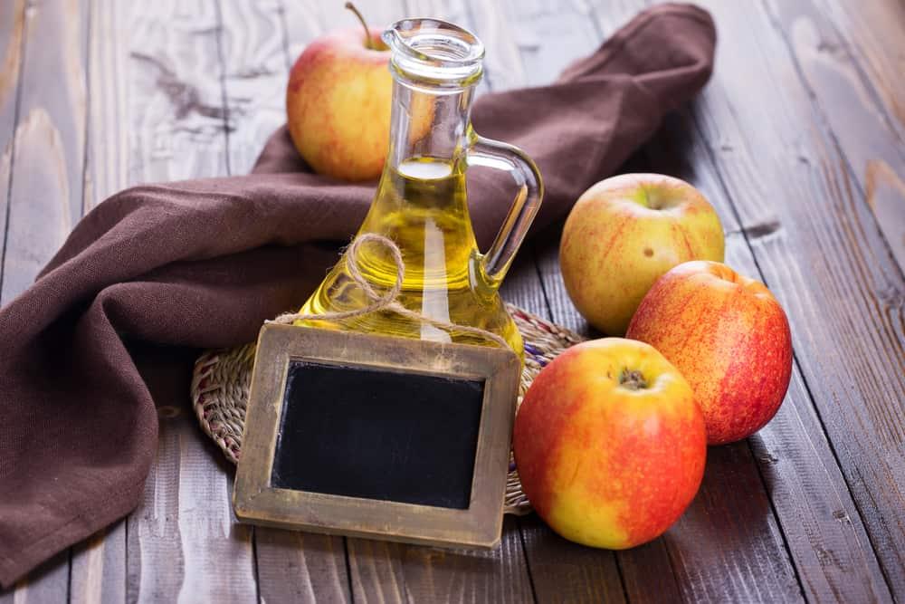 bicarbonate-de-soude-vinaigre-pomme-bienfaits-eclat-cheveux