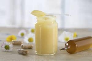 bienfaits-gelée royale-miel-cheveux