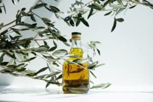 bienfaits-huile-olive-visage-peau-action-anti-rides-recettes-maison-soin