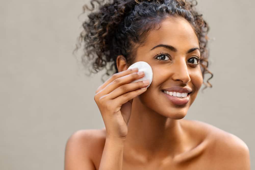 bienfaits-huile-olive-visage-peau-demaquillant-naturel-recettes-maison