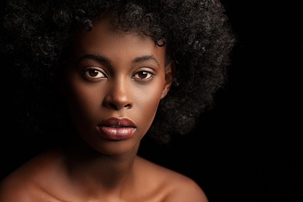 cheveux-crepus-défrisage-naturel-guide