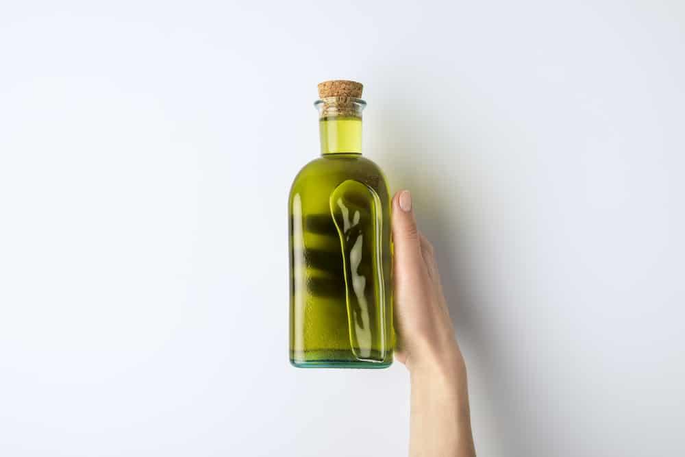 huile-olive-mains-peau-soin-visage-recettes-maison