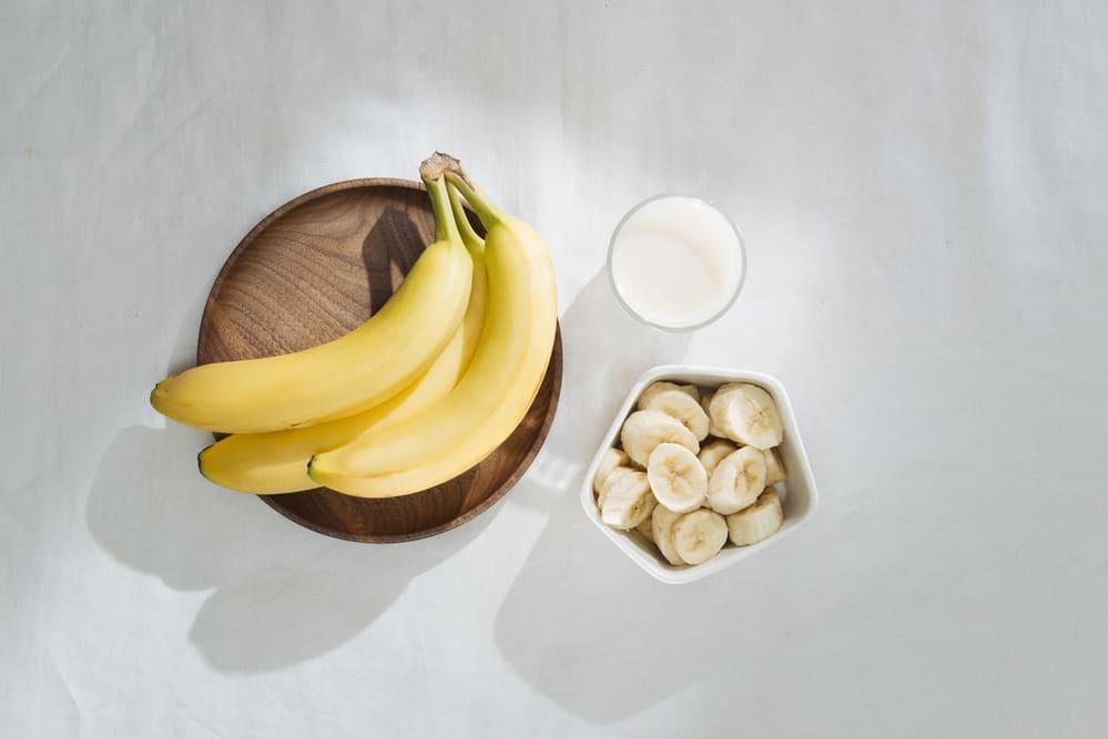 peau-banane-bienfaits-visage-miel-lait-maison