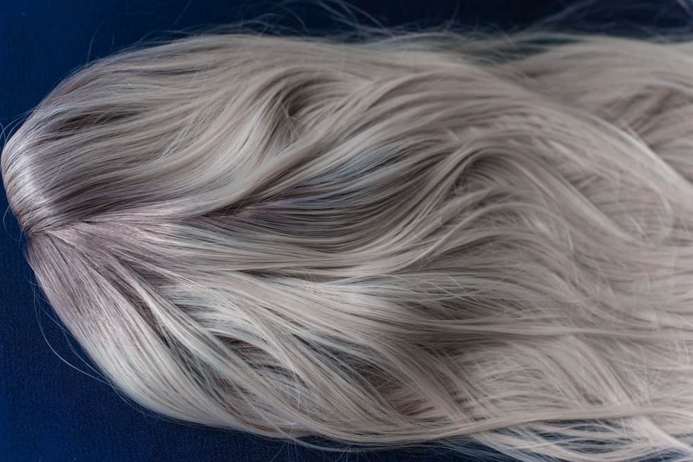 balayage-blond-cendre-coloration-capillaire