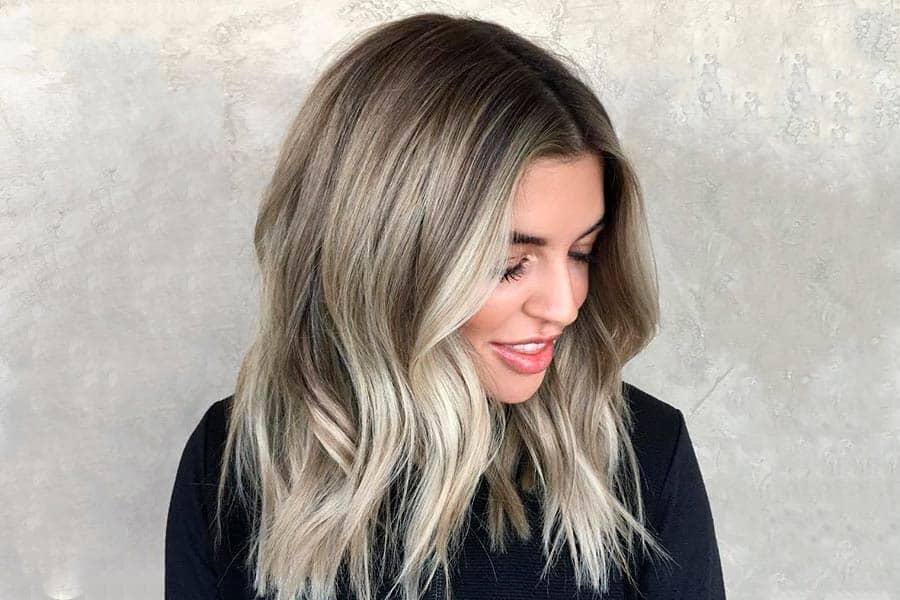 balayage-blond-cendre-coloration-cheveux-entretien