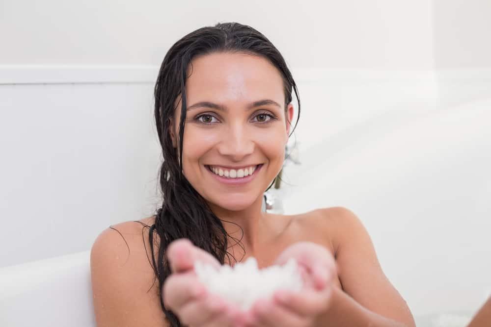 bienfaits-gommage-cheveux-cuir-chevelu-recette-application