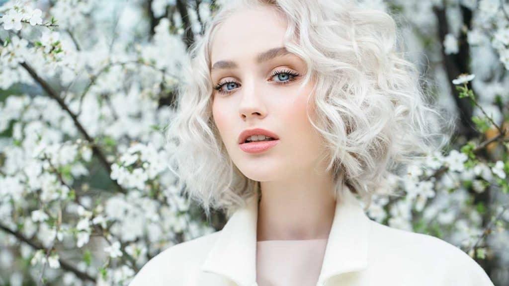 blond-polaire-coloration-capillaire-entretien