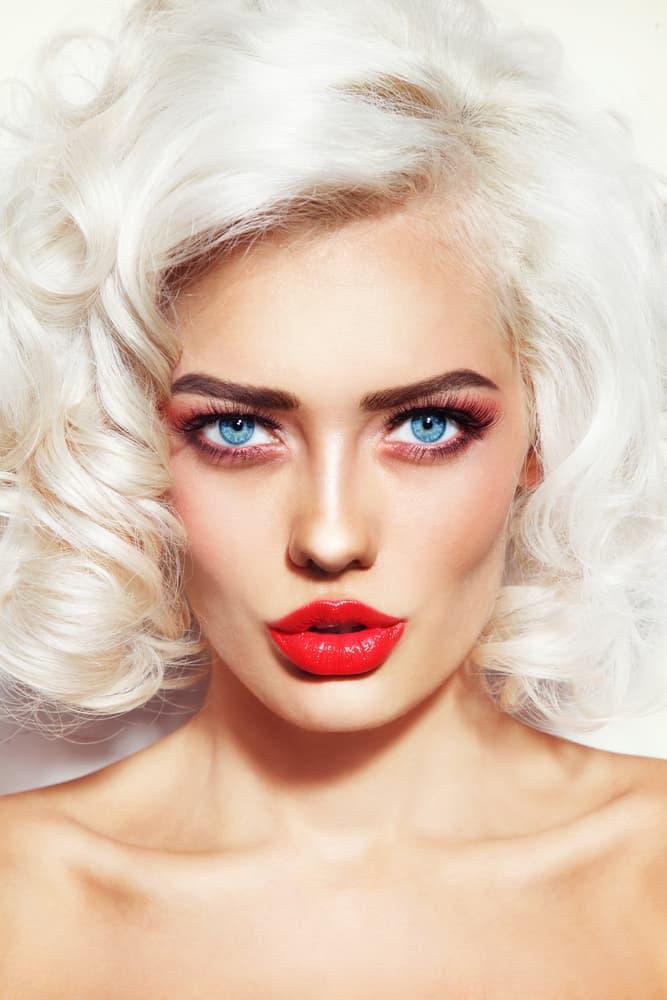 blonde-platine-cheveux-type-femme