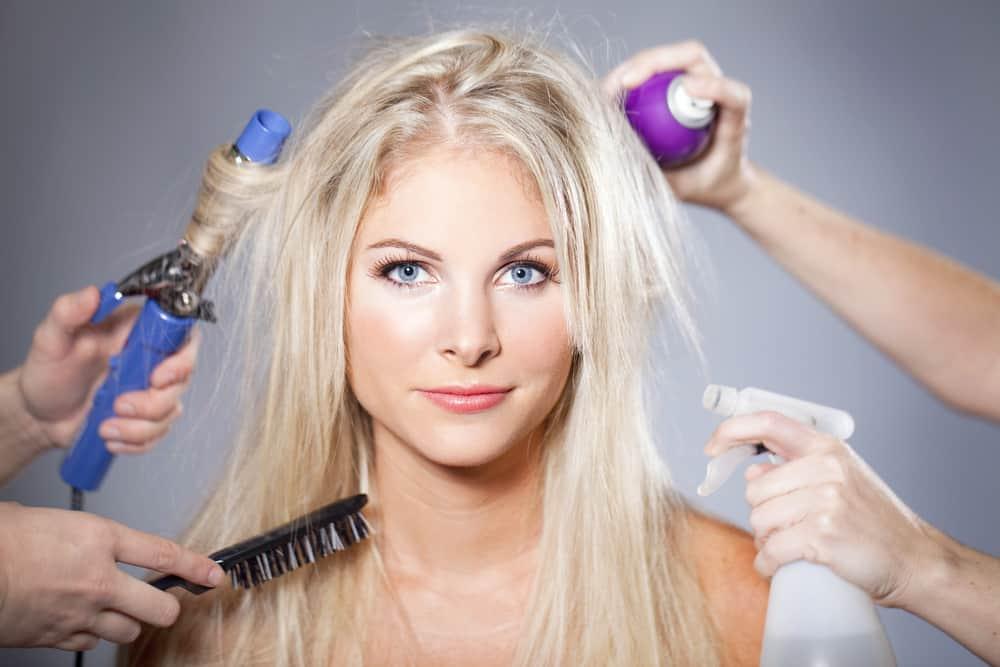 blonde-platine-femme-entretien-couloration-cheveux