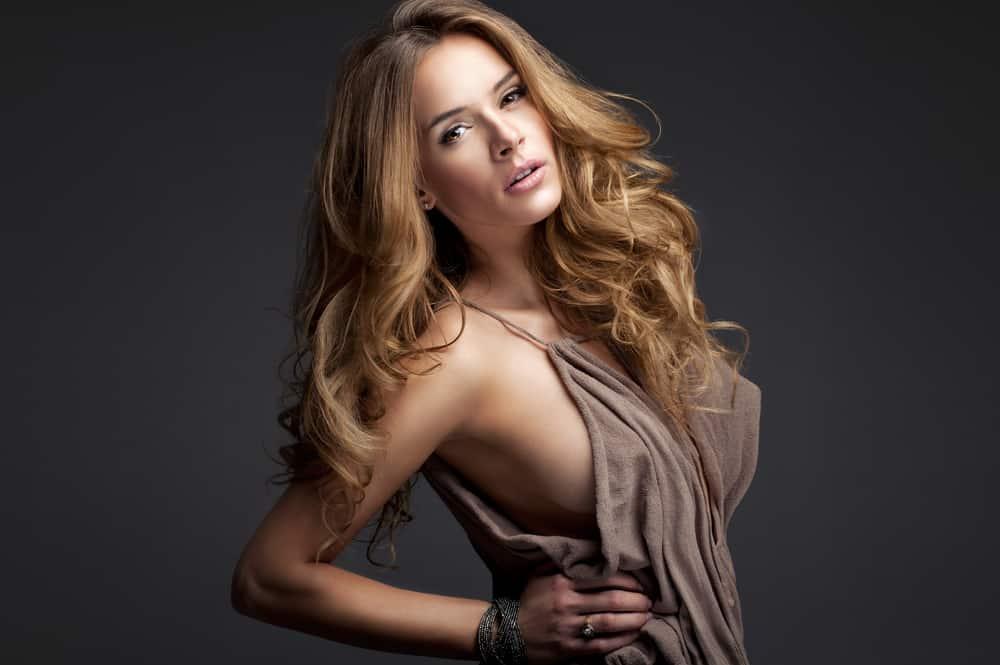 cheveux-blond-foncé-choisir-nuance-caramel