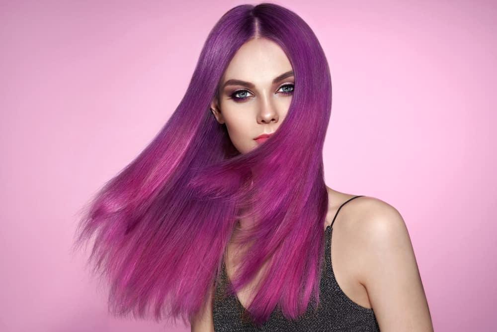 cheveux-violet-coloration-capillaire