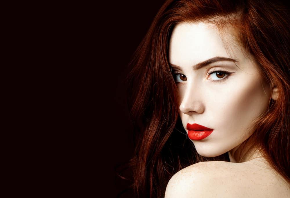 coloration-capillaire-rouge-entretien-cheveux
