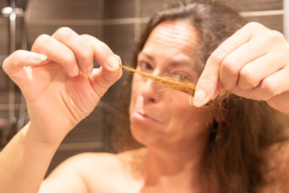fourches-cheveux-réparer-astuces-naturelles