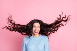 appliquer-patine-cheveux-colores-soin-capillaire