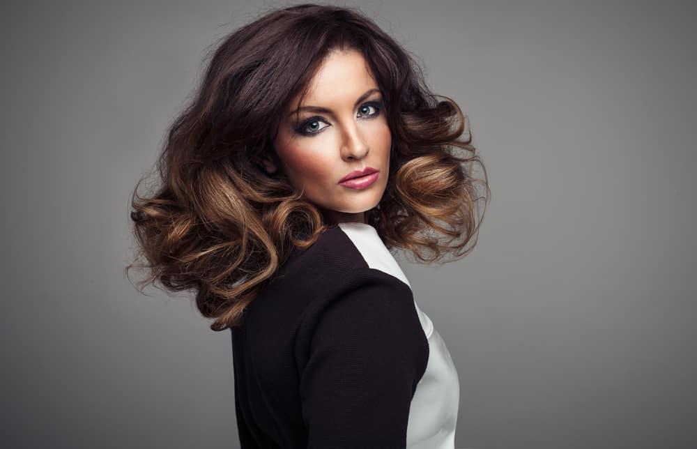 balayage-cheveux-bruns-coloration-capillaire-partielle-ideale