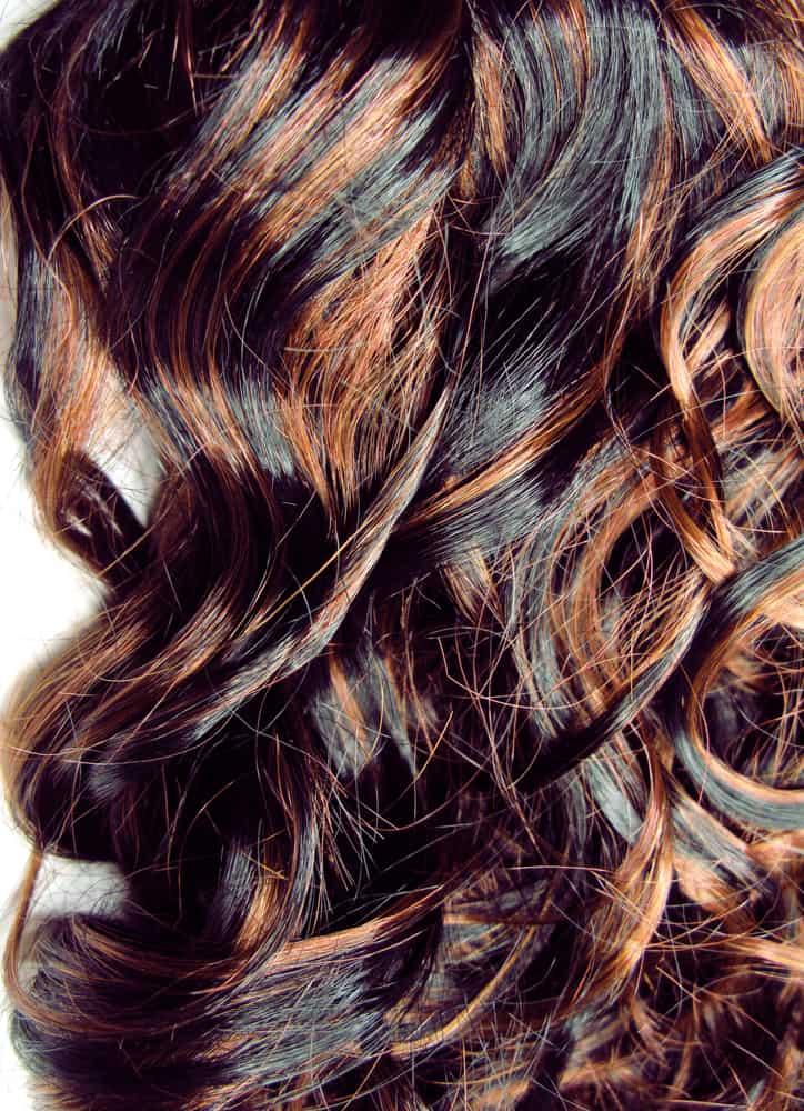 balayage-cheveux-bruns-coloration-capillaire-partielle