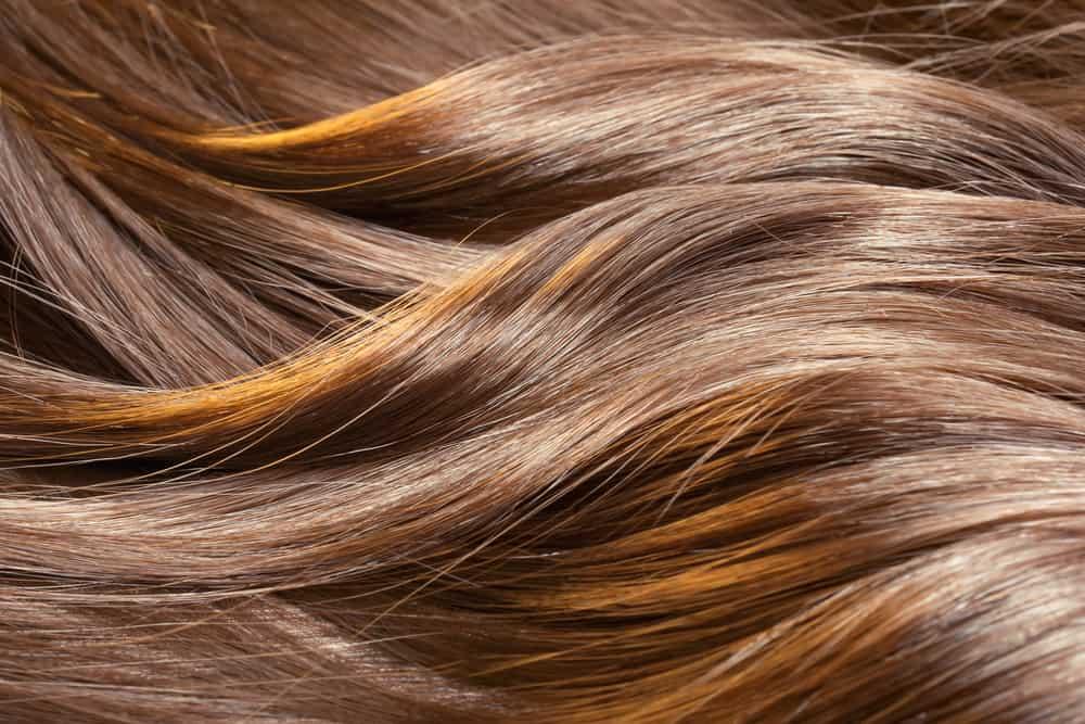 balayage-cheveux-bruns-coloration-capillaire-partielle-miel-caramel
