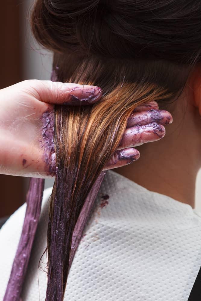 coloration-capillaire-choisir-appliquer-oxydant-cheveux-decoloration
