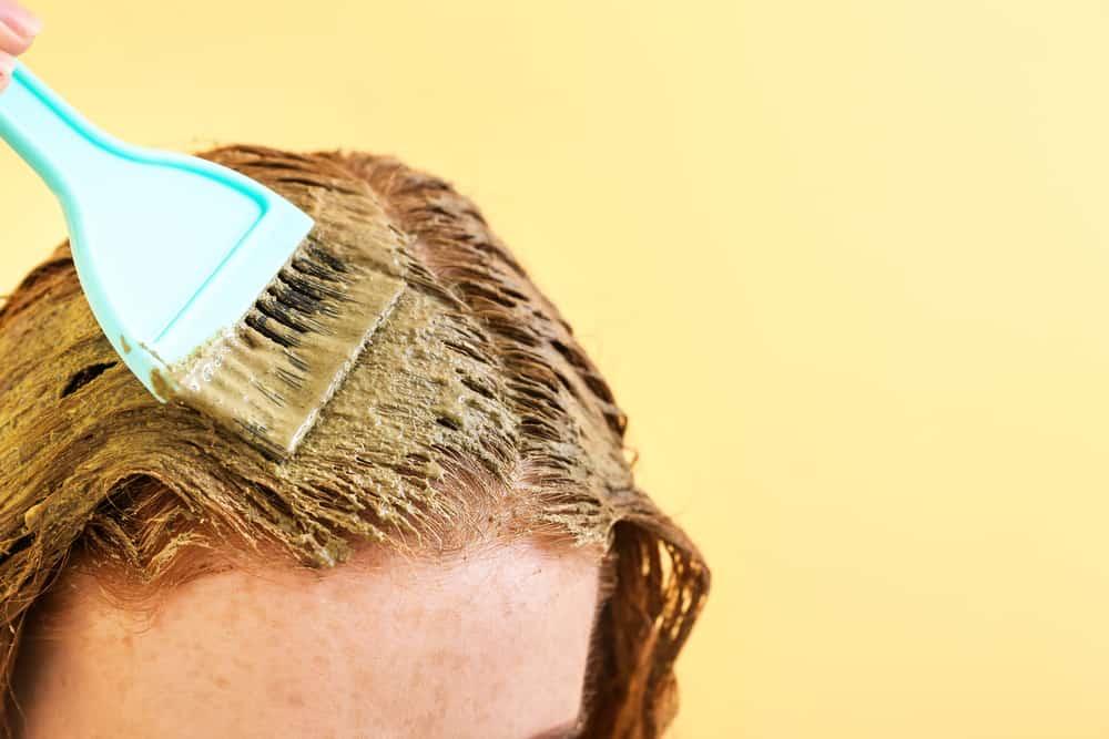 coloration-capillaire-vegetale-couvrir-cheveux-blancs-henne-application