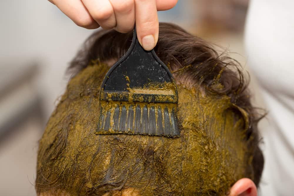 coloration-capillaire-vegetale-couvrir-cheveux-blancs-henne
