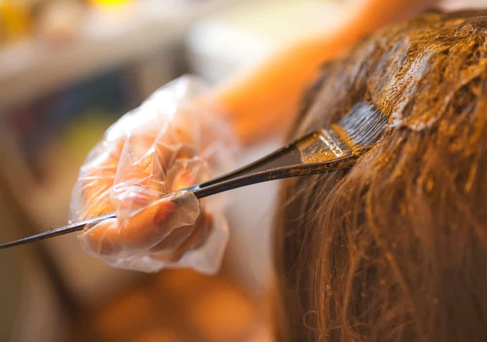 coloration-vegetale-cheveux-acajou-henne