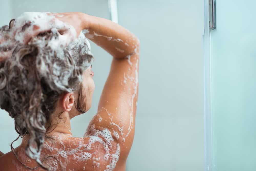 degorger-couleur-cheveux-coloration-capillaire-astuces-shampoing-clarifiant