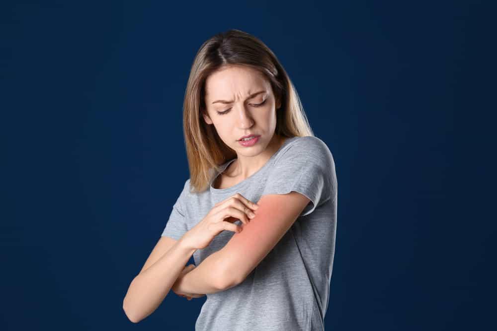 identifier-traiter-irritation-allergie-maquillage-demangeaisons