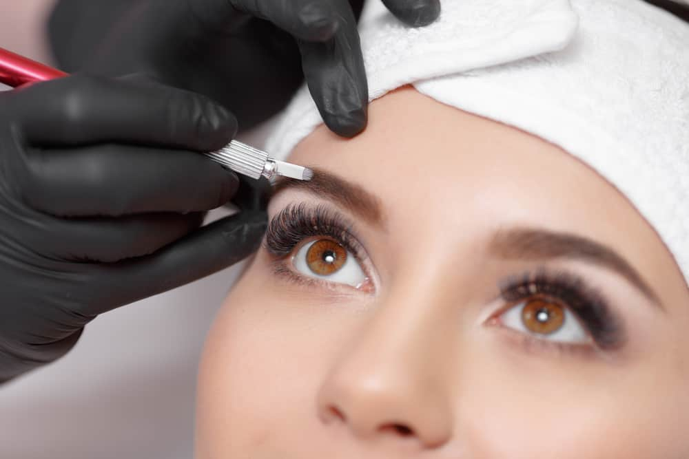 maquiller-yeux-amande-sourcils-technique-maquillage