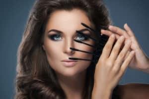 mascara-volumateur-maquillage-yeux-cils