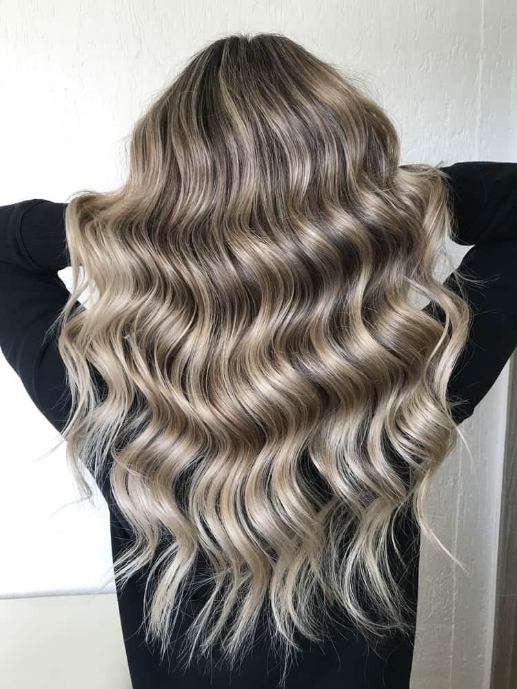 passer-brune-blonde-sans-abimer-cheveux-bruns-coloration-balayage