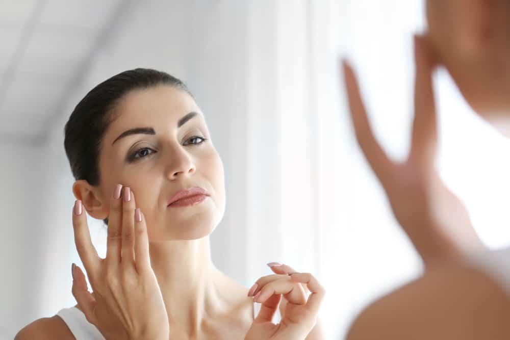 application-serum-visage-soin-routine-beaute-comparatif-test-produit