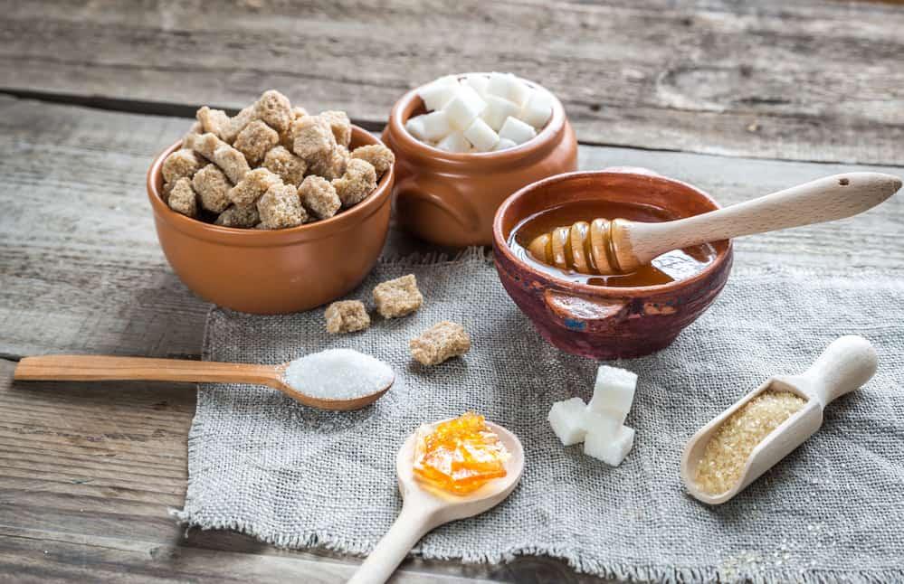 levres-pulpeuses-naturelles-masque-levres-recette-maison-gommage-sucre-miel