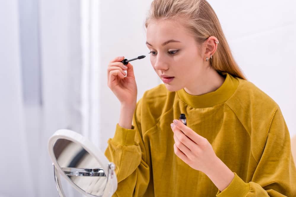 mascara-qui-ne-coule-pas-astuce-maquillage-yeux-application